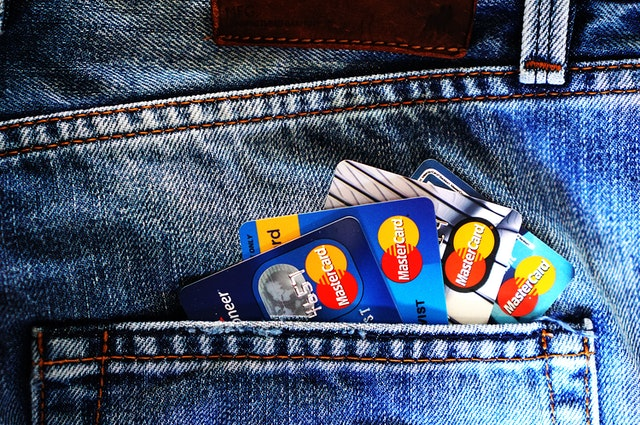 when to use credit card, when to use debit card, debit card, credit card